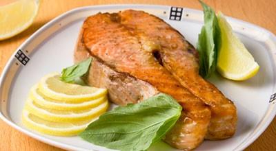 ...приправа для рыбы - 2 ст. ложки соль.  Стейки из семги.