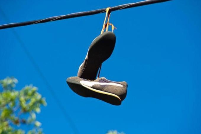 Мифы и тайны обуви на ЛЭП