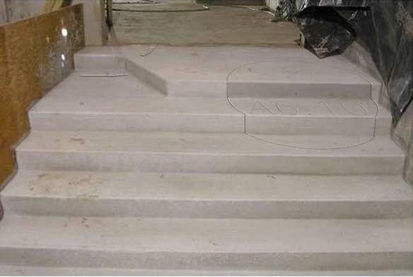 Категории.  Строители внимательно изучили план и сделали лестницу. (под...
