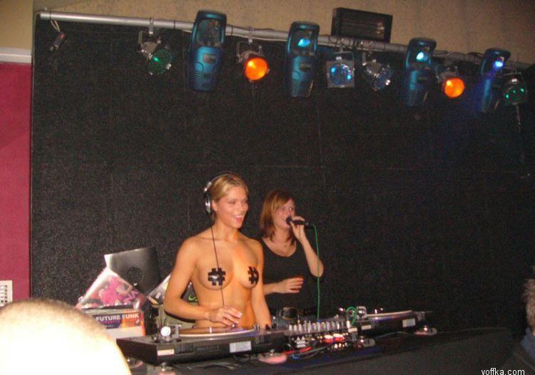 Niki Belucci - The topless DJane