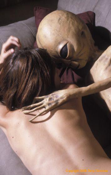Секс с инопланетянином.